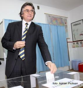 Nicolae Robu voteaza p