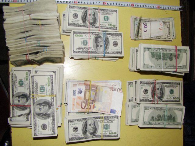 bani ascunsi 1