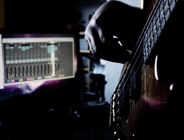 Bass hands