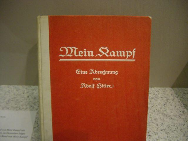 Erstausgabe_von_Mein_Kampf