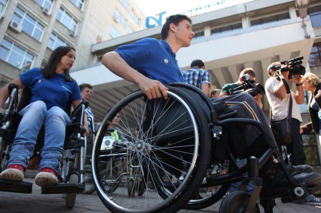 persoane cu dizabilitati la uvt05_resize