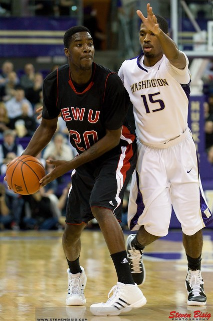 NCAA BASKETBALL 2010 - Nov 16 - Eastern Washington at University of Washington