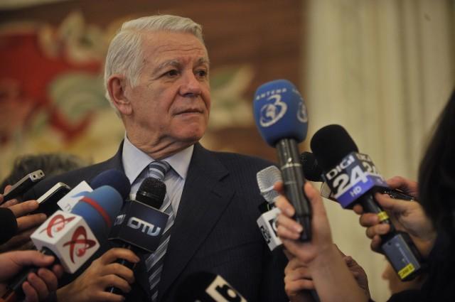 Teodor Melescanu face declaratii validarea sa ca director al Serviciului de Informatii Externe (SIE), in sedinta comuna a Camerei Deputatilor si Senatului, la Palatul Parlamentului din Bucurest