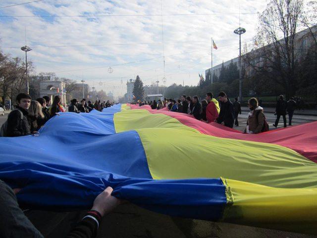 Tricolor_la_Chisinau_1_decembrie_2012