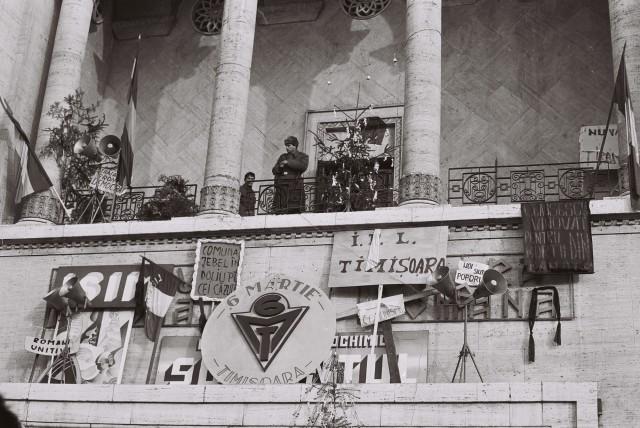 20-decembrie-1989-balconul-operei-timisoara-3