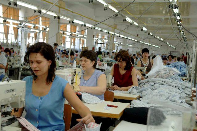 FABRICA angajati muncitori