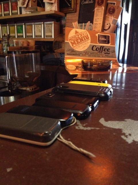 telefoane inkise pentru cafea