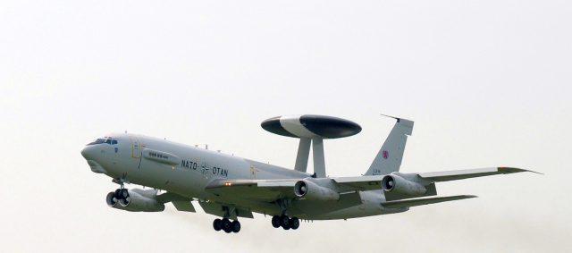 Boeing_E-3_Sentry_LX-N_90454-3 avion awac wiki