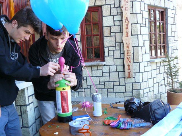 101. Umfland baloanele cu Heliu