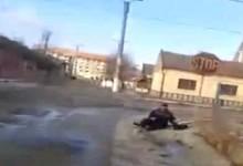 Polițist beat, filmat în timp ce încerca disperat să își păstreze echilibrul. Vezi cum s-a încheiat aventura VIDEO