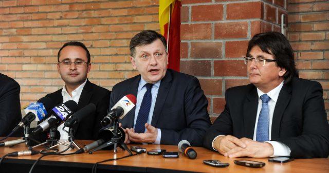 Nicolae Robu, Crin Antonescu, Cristian Busoi 02