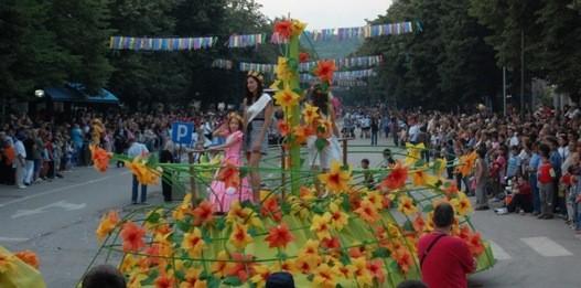 carnavalul florilor biserica alba