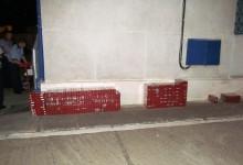 Un tânăr a fost prins de polițiști cu mii de pachete de țigări de contrabandă. Ce valoare avea transportul