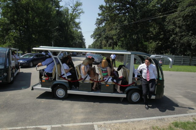 20_resize minibus electric