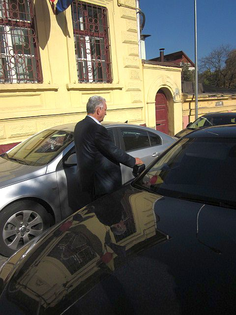 Ilie Sârbu la ieșirea din sediul DNA Brașov