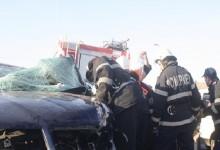 Accident cu patru victime, după ce un autoturism s-a izbit violent de un stâlp. Ce spun martorii