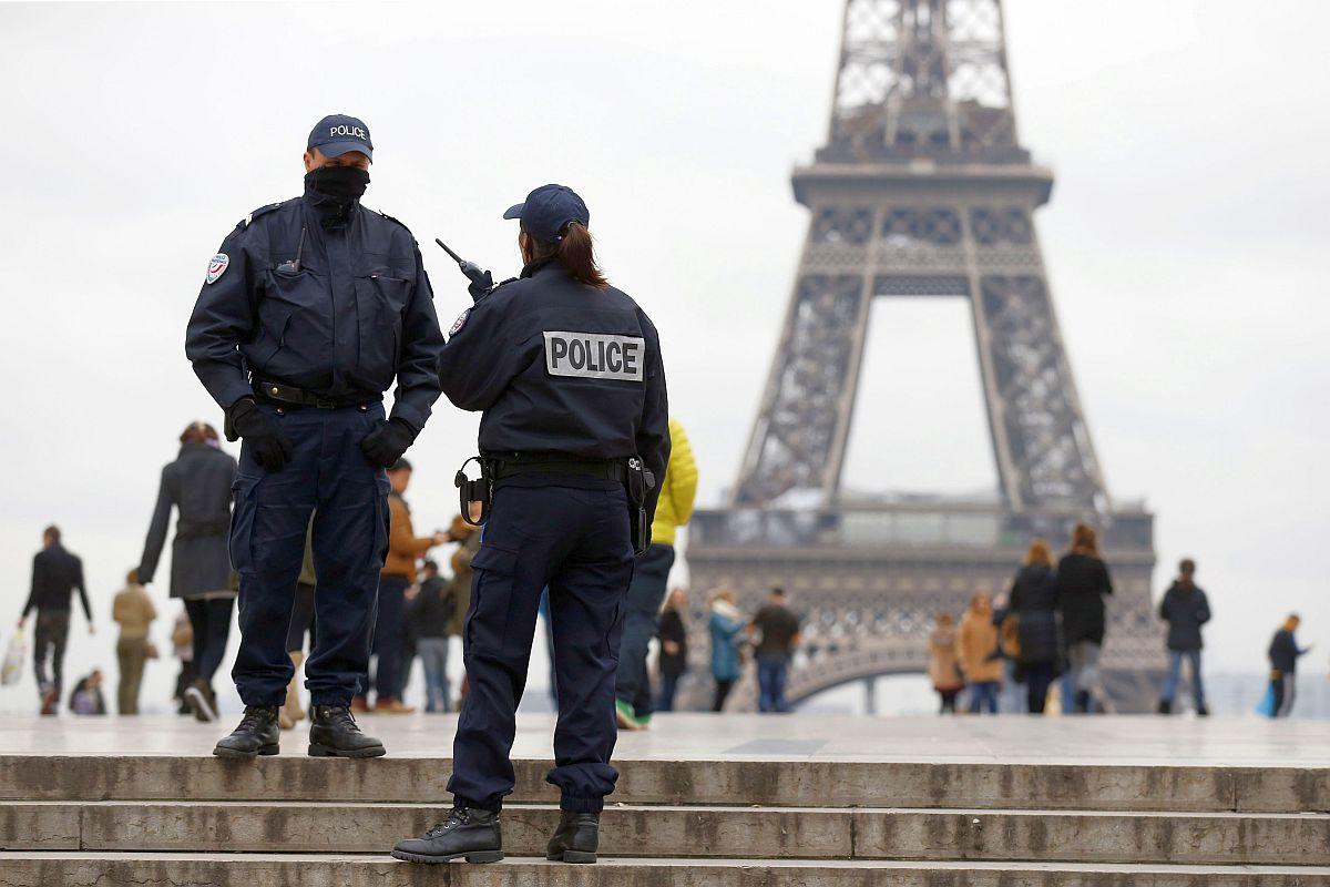 TOPSHOTS-FRANCE-MEDIA-POLICE