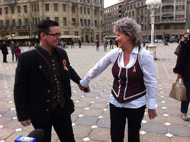 imbratiseaza un maghiar