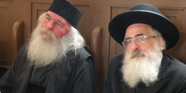 Rabinul Schaffer (dreapta)