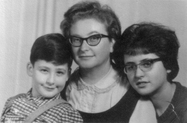 Dr. Erica Schaffer cu cei doi copii, Eva şi Nene (1967)