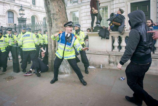 protest londra mirror_co.uk