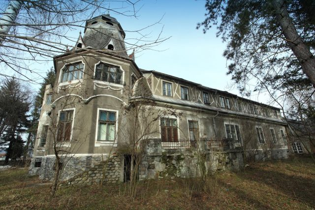 1. castel pogany