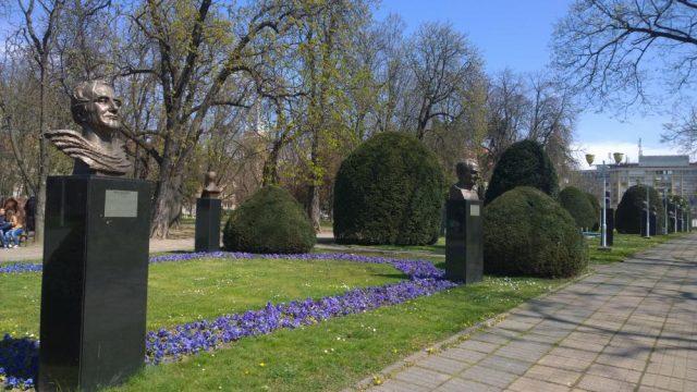 aleea-personalitatilor-din-parcul-central-1562