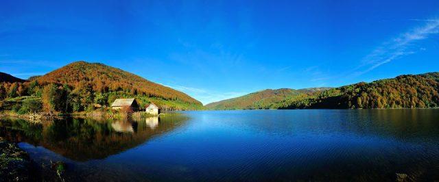 lacul poiana marului
