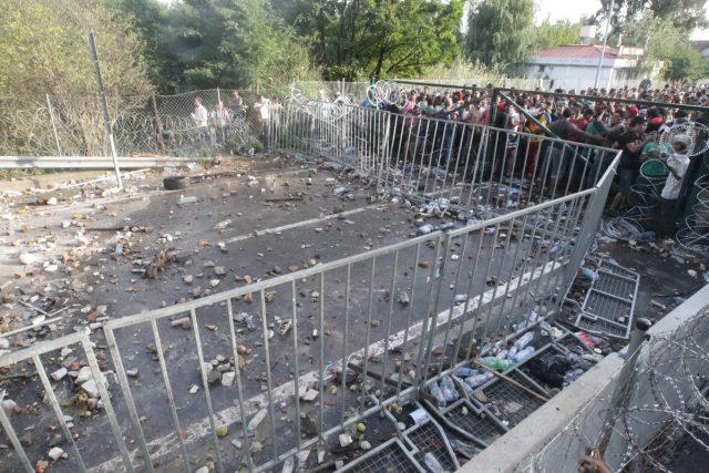 migranti refugiati roszke ungaria serbia granita (10)