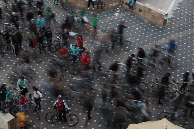 protest pe langa biciclete (1)