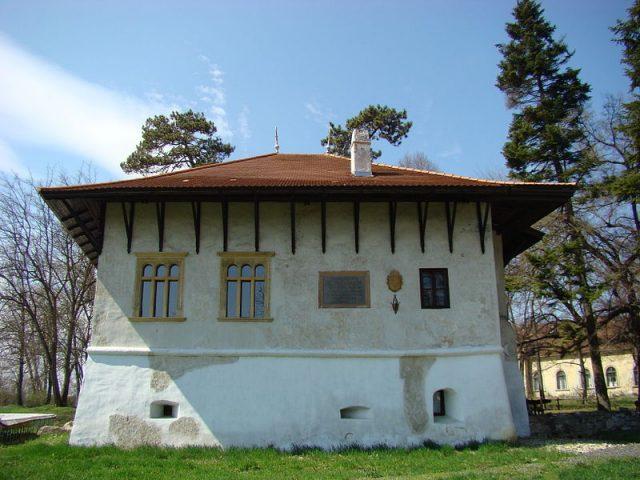 2. bastionul rosu