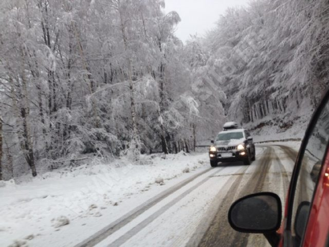 drumuri-iarna-munti-zapada-Valiug-Garana-5-1024x768