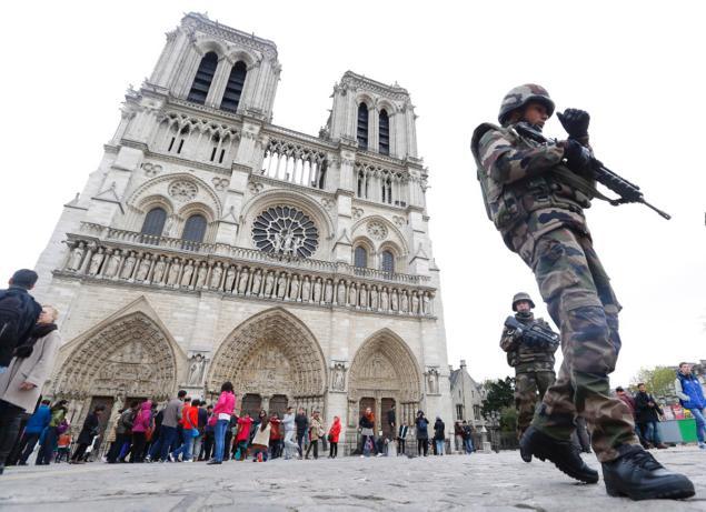 militar franta paris