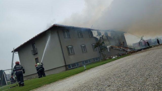 Incendiu-Hotel-Stejar-Ineu--720x405