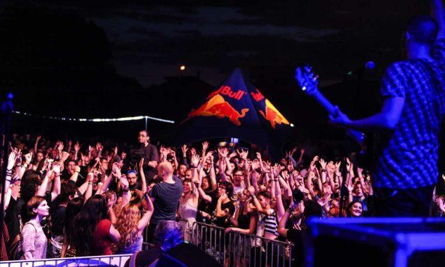 Music Travel Festival a adunat mii de oameni în acest wekend la Herneacova, la 30 de kilometri de Timişoara