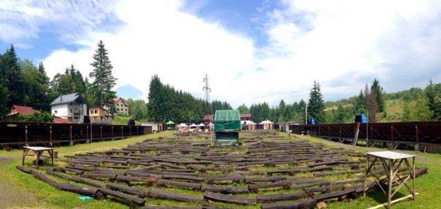 Noul drum comunal trece pe lângă scena din Poiana Lupului