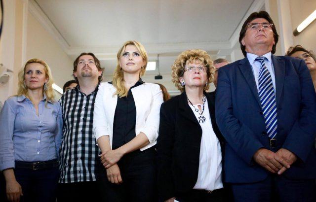 robu si familia dupa incheierea votului 2016 (3)