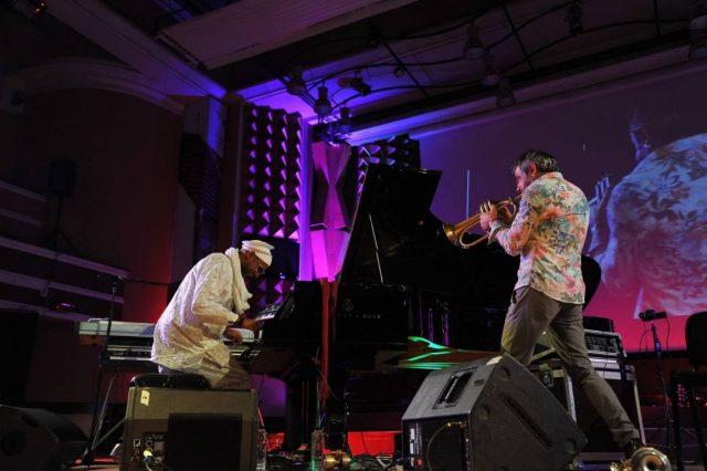 """Pianistul cubanez Omar Sosa şi trompetistul italian Paolo Fresu au fost """"cireaşa de pe tort"""" a celei de-a 8-a ediţii a Timişoara Jazz Festival"""