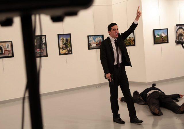 ambasadorul-rusiei-in-turcia-impuscat