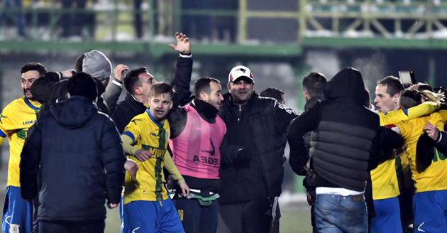 Bucurie la Mioveni după victoria cu Steaua. Foto: Denis Șchiopu / Mediafax