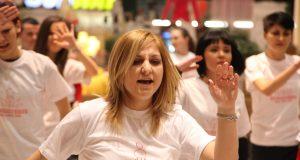 Violenţa împotriva femeilor, combătută cu dans la mall Foto Adrian Păclişan