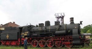 locomotiva cu abur neagra