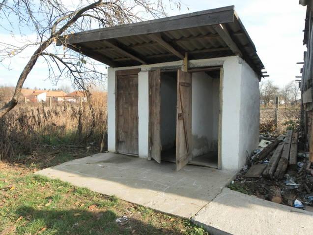 wc in curte