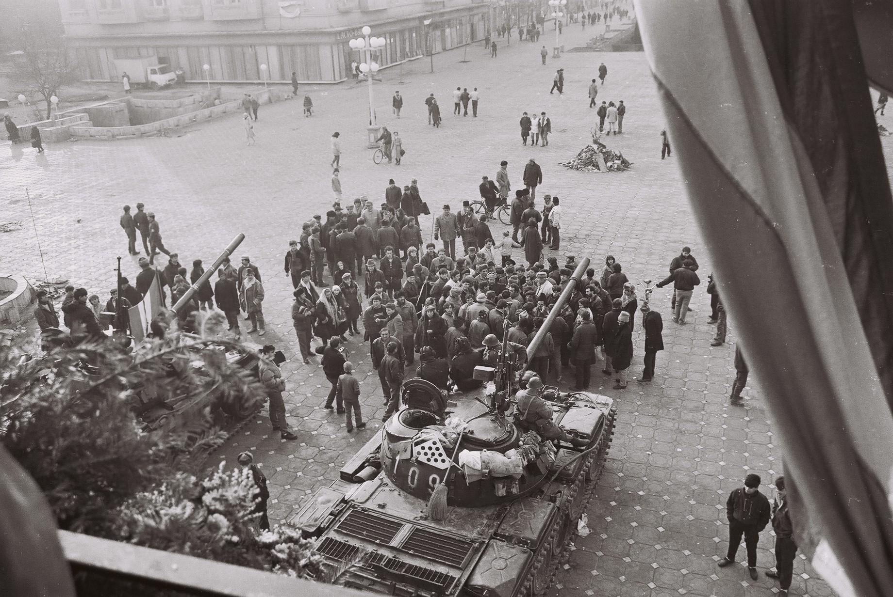 """17 decembrie 1989 Ziua MASACRULUI pentru orașul MARTIR al Revoluției: 66 de  morți și 196 de răniți. Unde și-au făcut apariția """"indivizii suspecți"""" FOTO"""