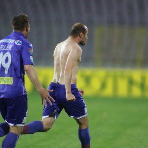 Dan Popescu se bucură după golul de 2-1 marcat cu CSU Craiova.<br /><p> <!-- /78947875/Pressalert-InArticle1 --> <div id='div-gpt-ad-1516626384607-0' style=