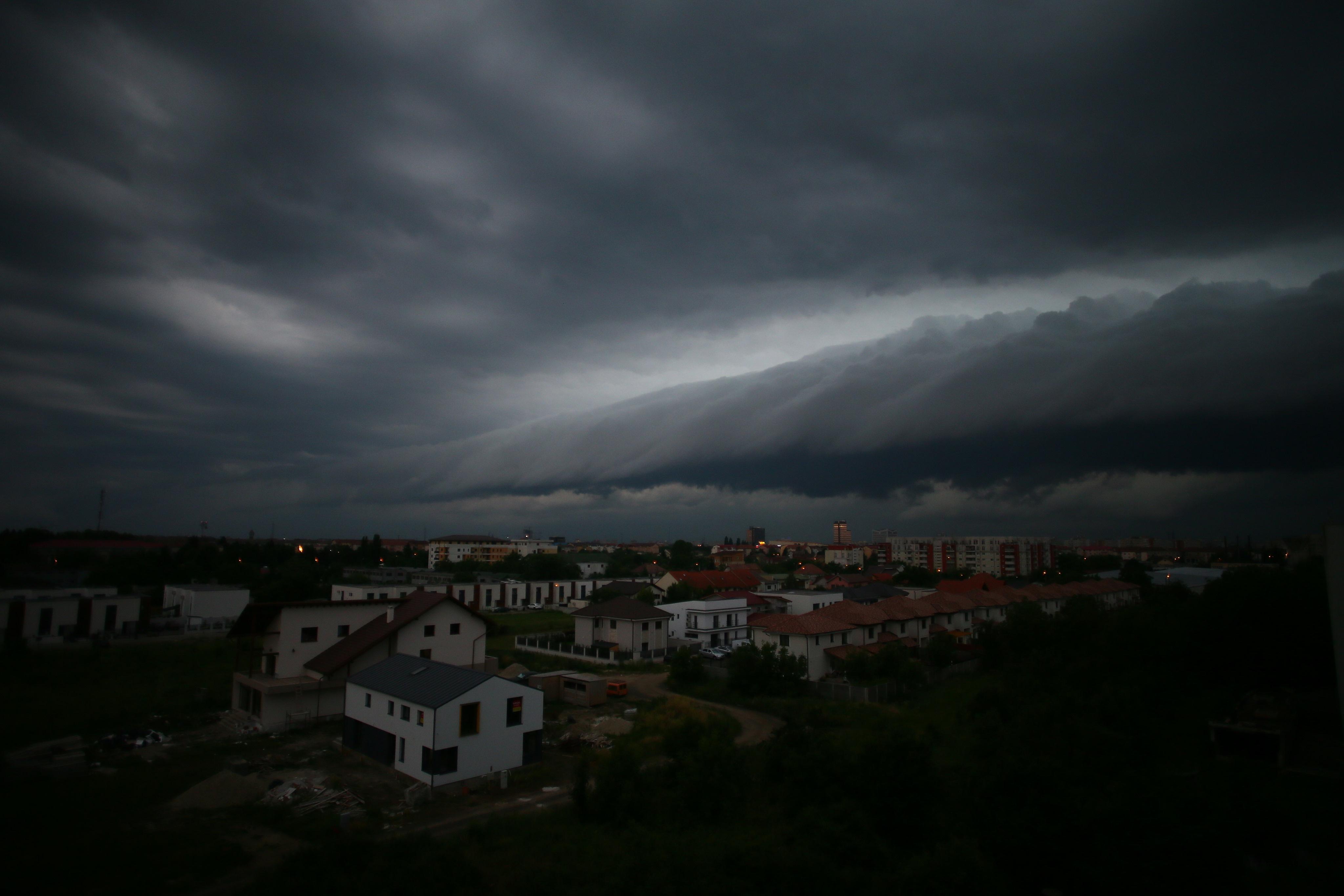 Nori apocaliptici deasupra Timișului, surprinși în imagini