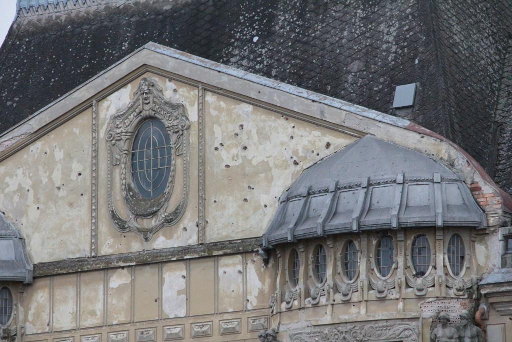 Palatul-Loffler-Timisoara-urme-gloante.j